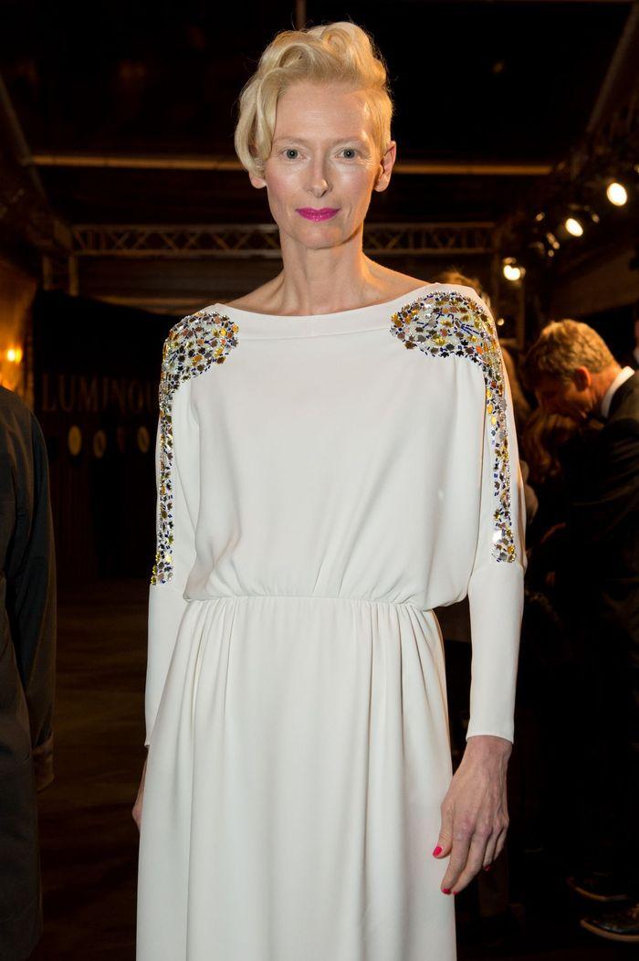 Образы Тильды Суинтон в одежде белого цвета