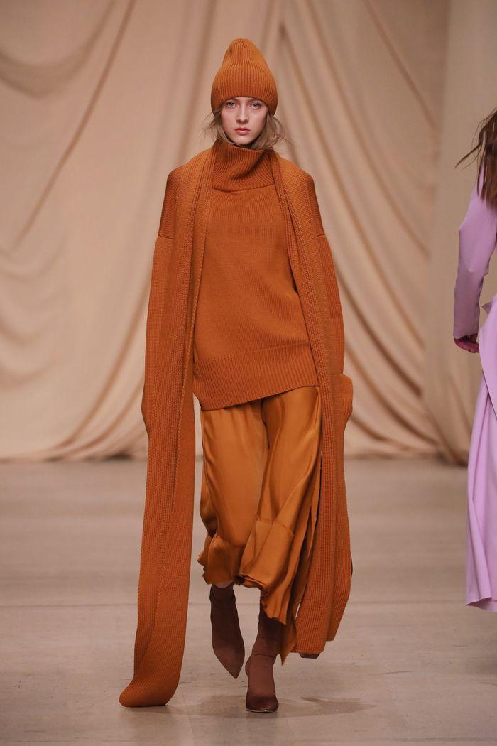 Модный аксессуар осень-зима 2019-2020 из коллекции Alexandr Rogov