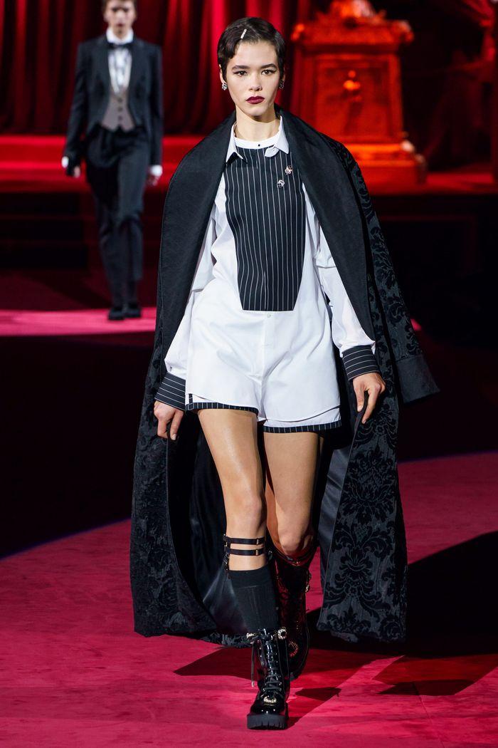 С чем носить длинную рубашку. Образ из коллекции Dolce & Gabbana