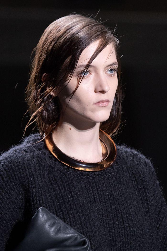 Модный аксессуар осень-зима 2019-2020 из коллекции Dries Van Noten