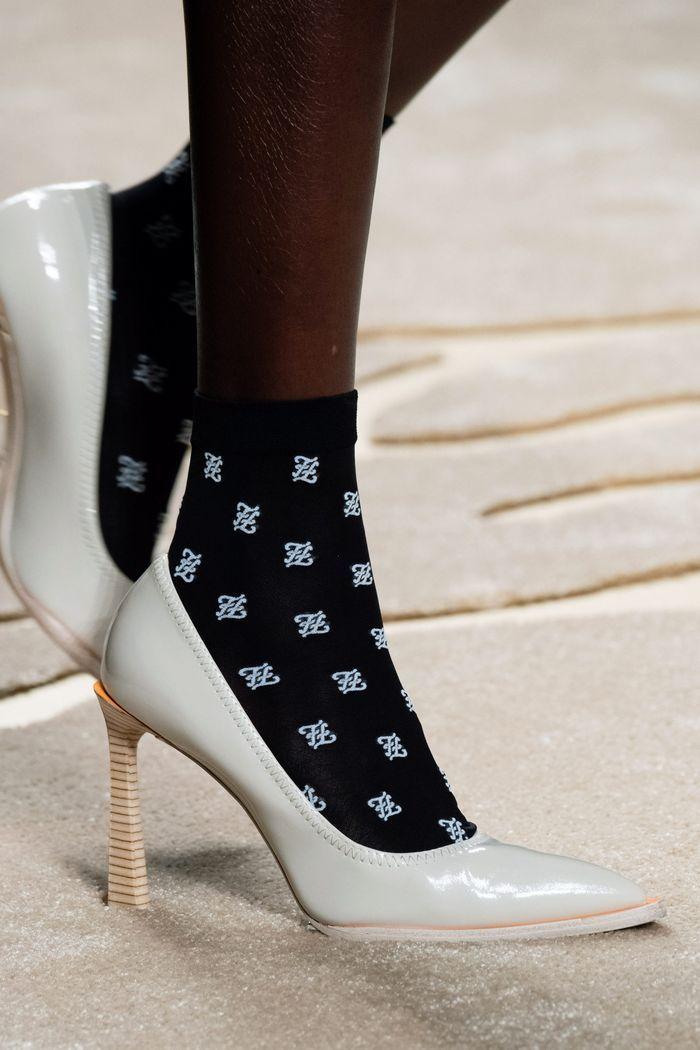 Модные туфли на осень из лаковой кожи. Коллекция Fendi