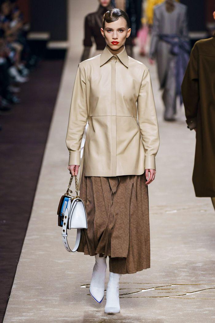 С чем носить длинную рубашку. Образ из коллекции Fendi