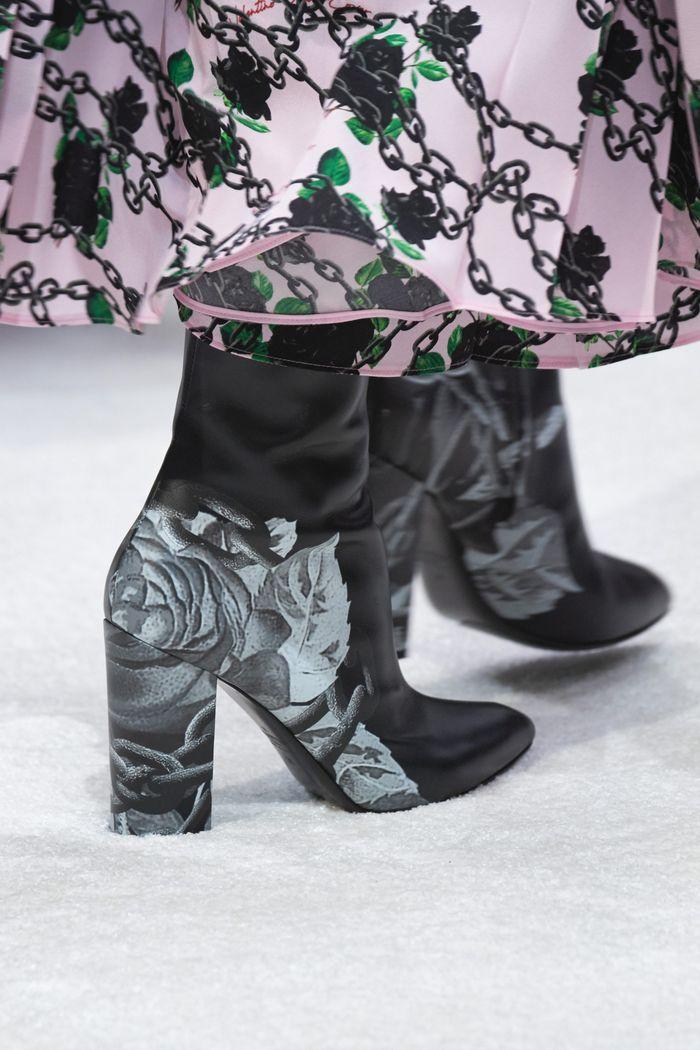 Модные сапоги с принтом осень-зима из коллекции Valentino