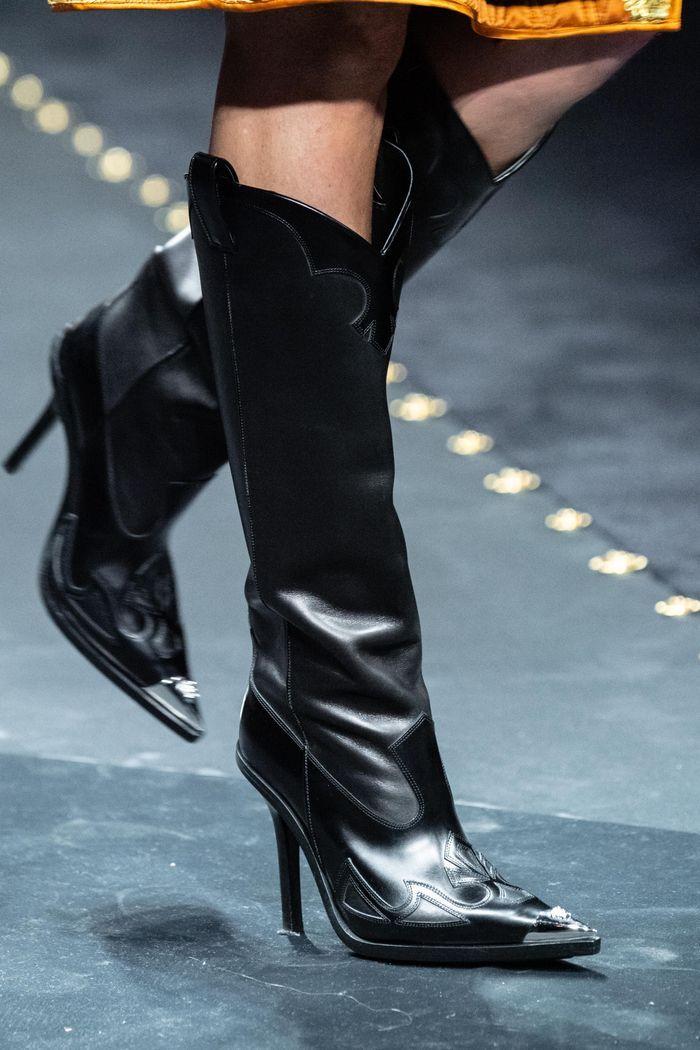 Модные сапоги осень-зима из коллекции Versace