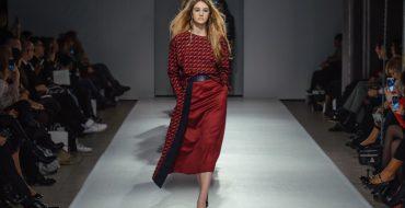 С чем носить красную юбку, фото