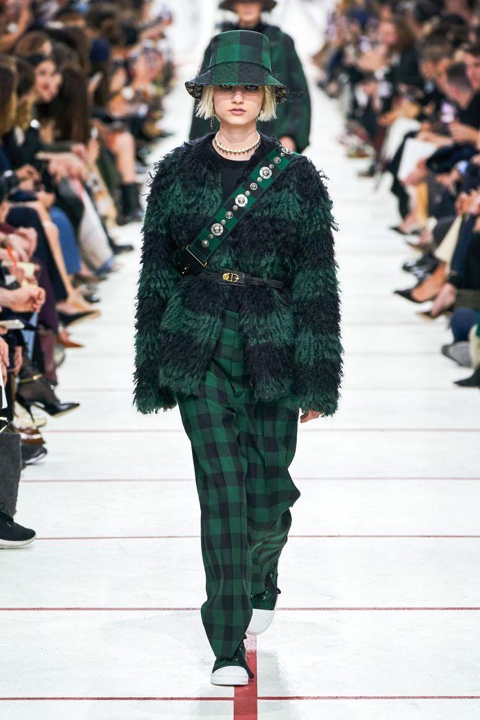 С чем носить зеленые брюки в клетку. Коллекция Christian Dior