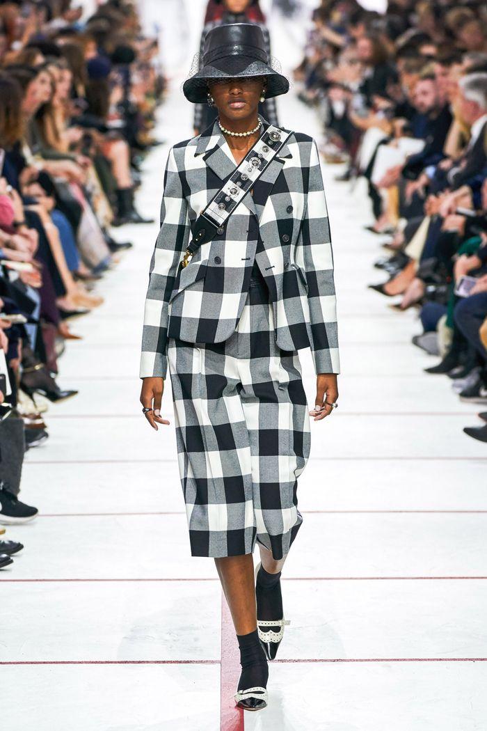 Модный пиджак в черно-белую клетку Christian Dior