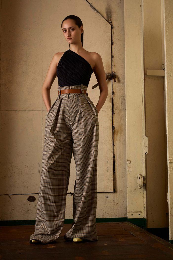 С чем носить укороченные брюки в клетку. Коллекция Solace London