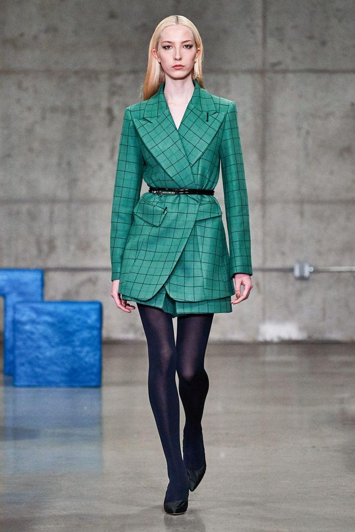 Модный зеленый пиджак в клетку Tibi