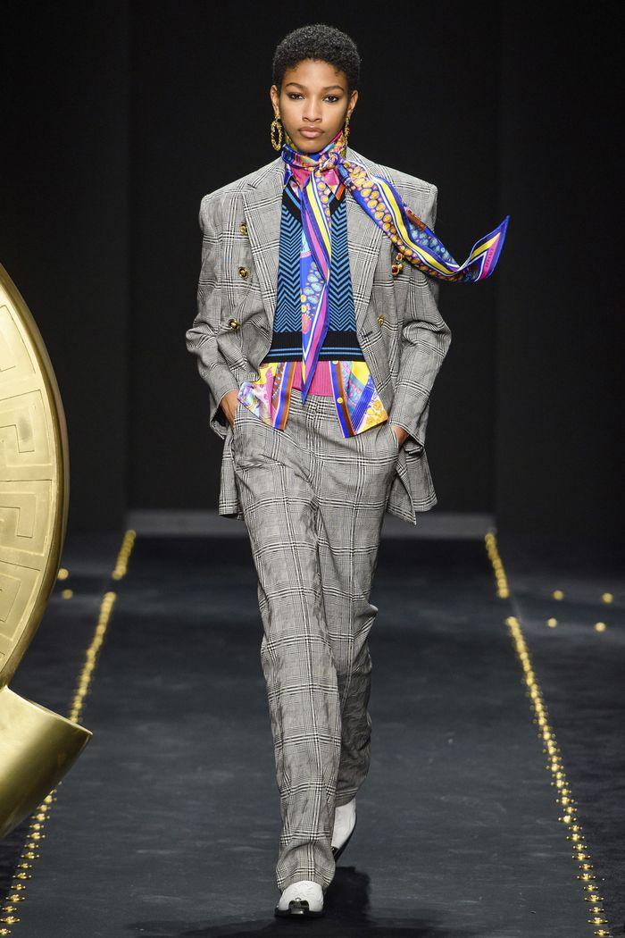 Модный серый пиджак в клетку Versace