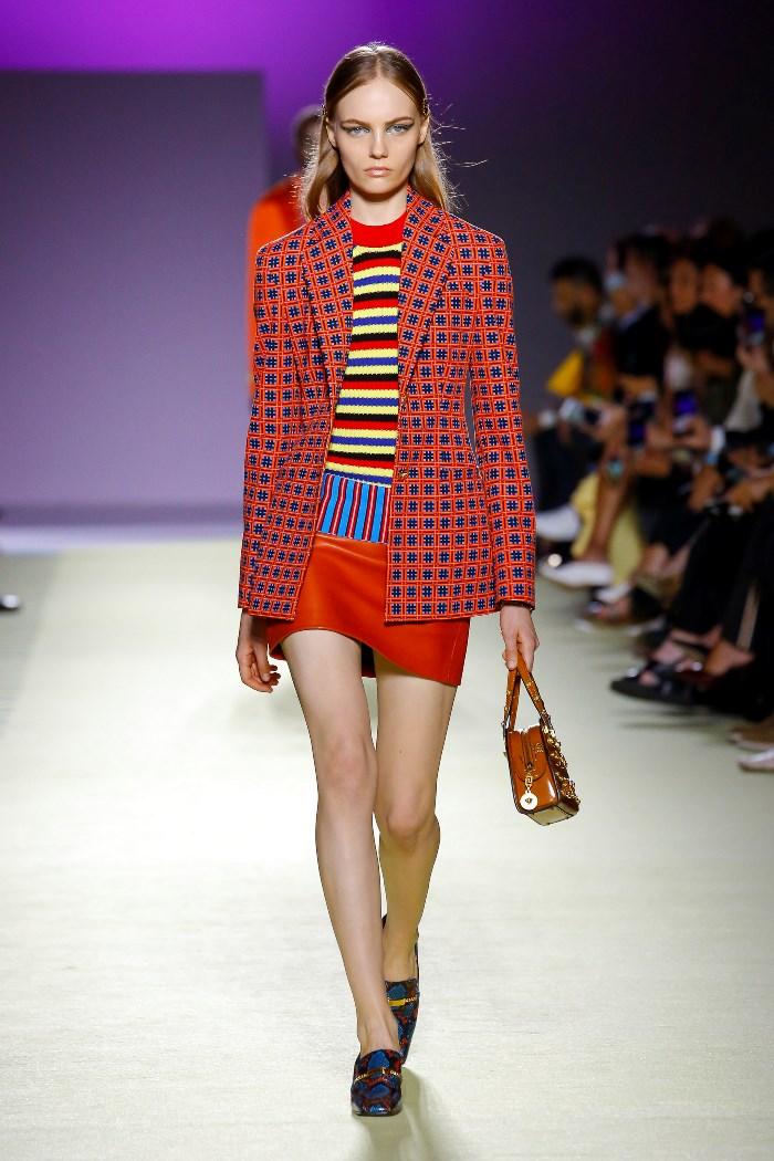 Модный красный пиджак в клетку Versace