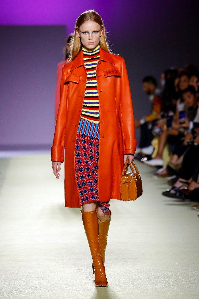 Модная красная юбка в клетку Versace