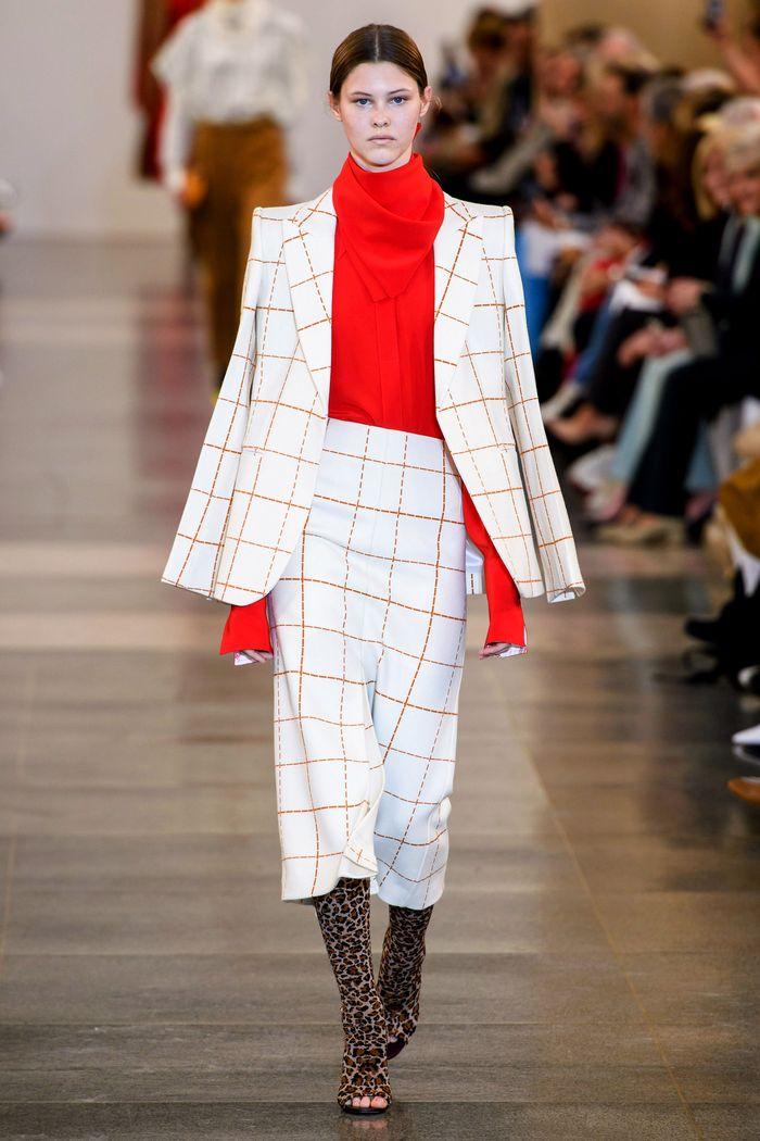 Модная белая юбка в клетку. Коллекция Victoria Beckham