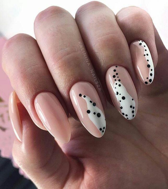 Абстрактный дизайн ногтей