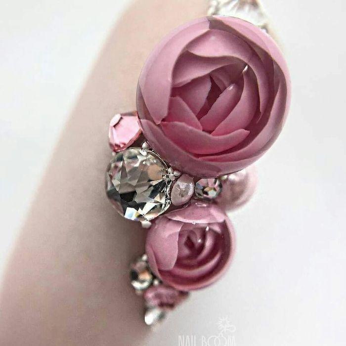 Дизайн ногтей с объемным декором