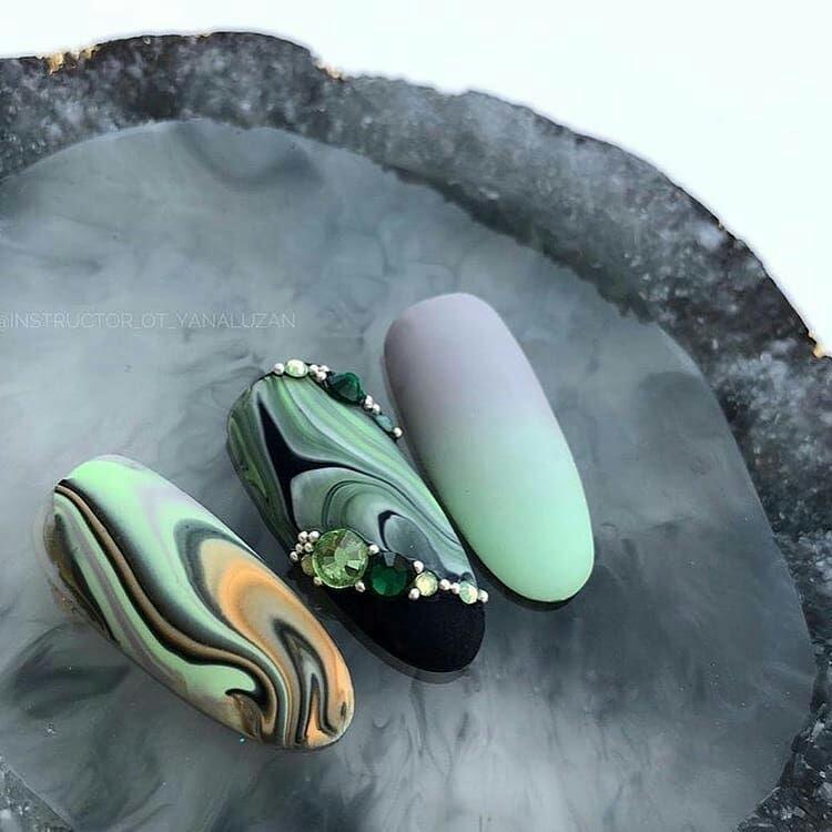 Дизайн ногтей с текстурой камня
