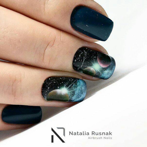 Космический дизайн ногтей
