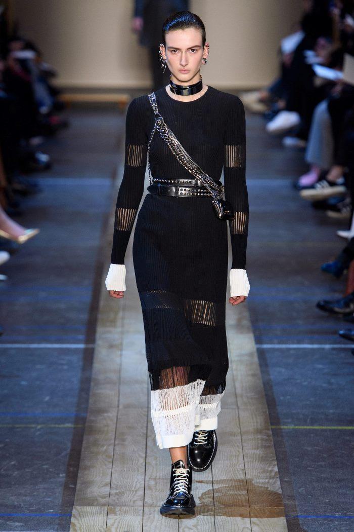 С чем носить женские ботинки на шнуровке. Образ из новой коллекции Alexander McQueen