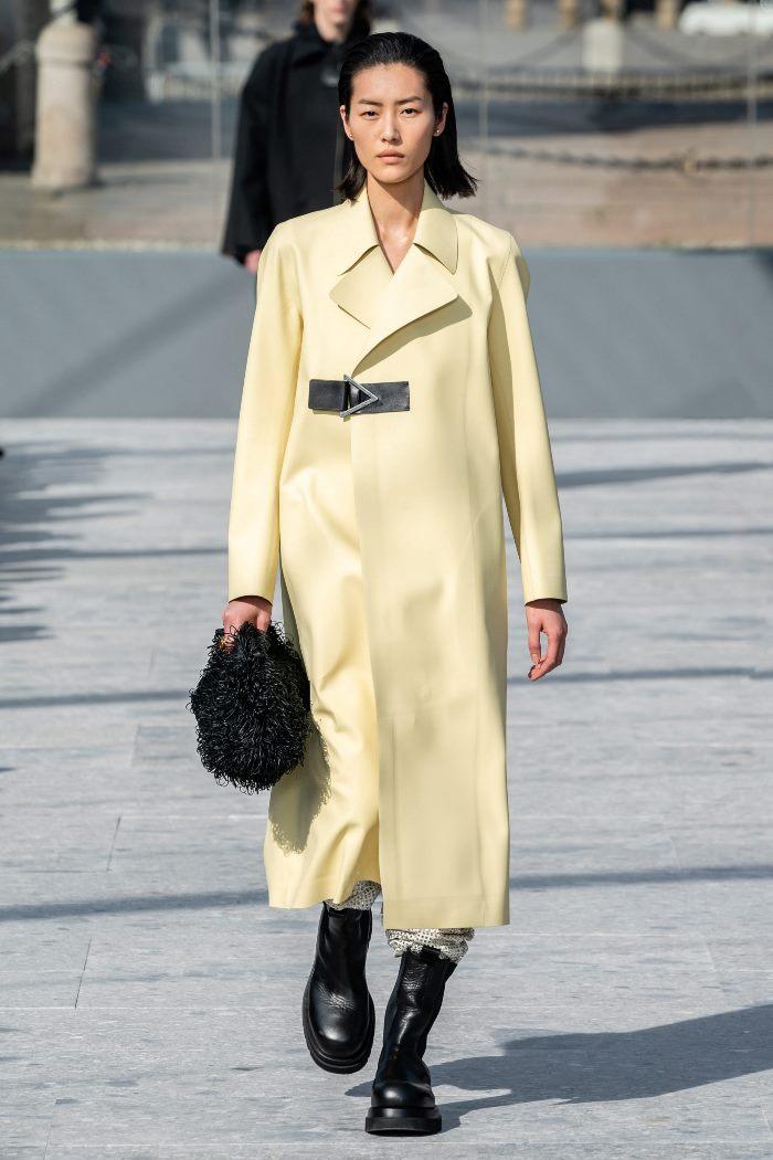 С чем носить женские ботинки челси. Образ из новой коллекции Bottega Veneta