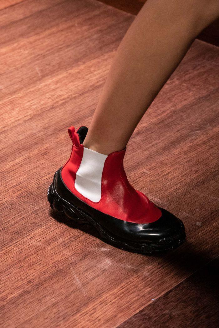 С чем носить женские ботинки челси. Образ из новой коллекции Burberry