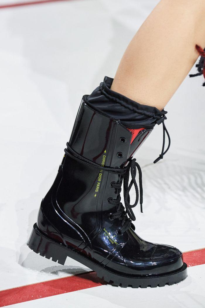 С чем носить женские ботинки берцы. Образ из новой коллекции Christian Dior