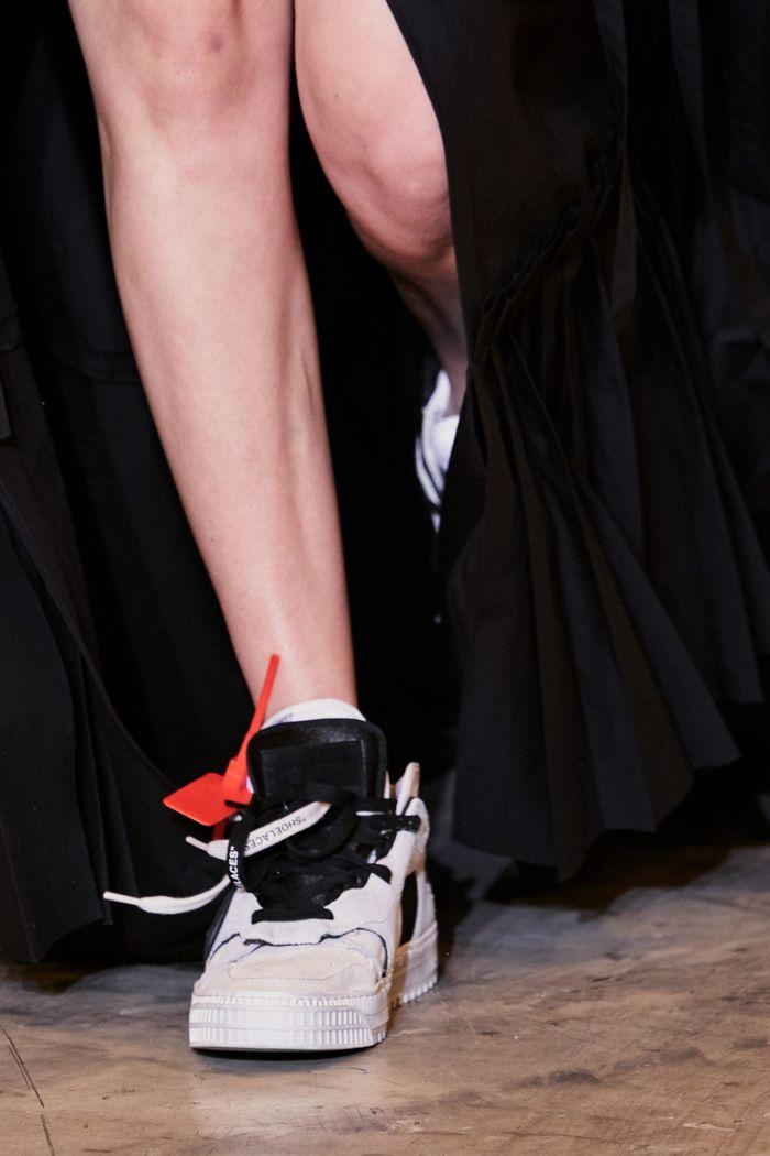 С чем носить женские спортивные ботинки. Образ из новой коллекции Off-White