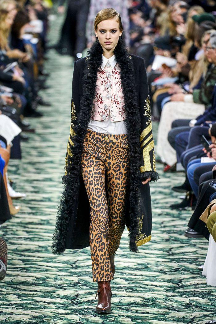 С чем носить женские ботинки казаки. Образ из новой коллекции Paco Rabanne