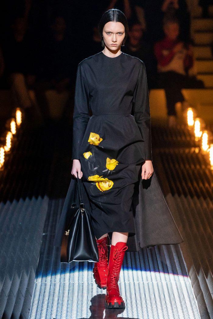 С чем носить женские высокие ботинки. Образ из новой коллекции Prada