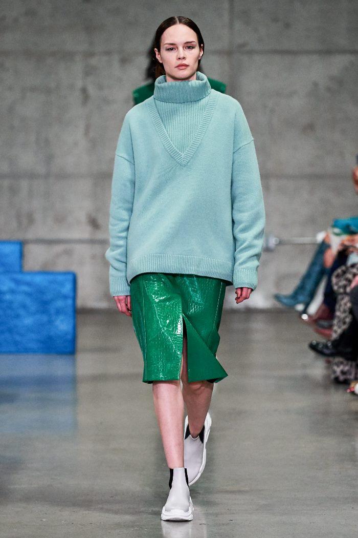 С чем носить женские ботинки челси. Образ из новой коллекции Tibi