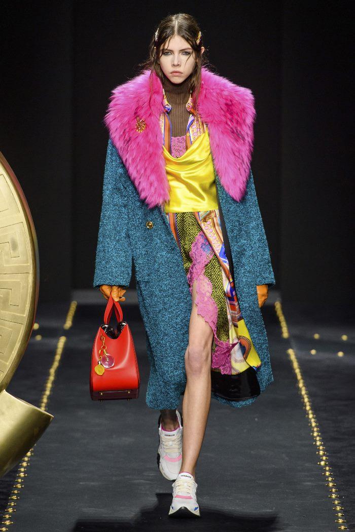 С чем носить женские спортивные ботинки. Образ из новой коллекции Versace