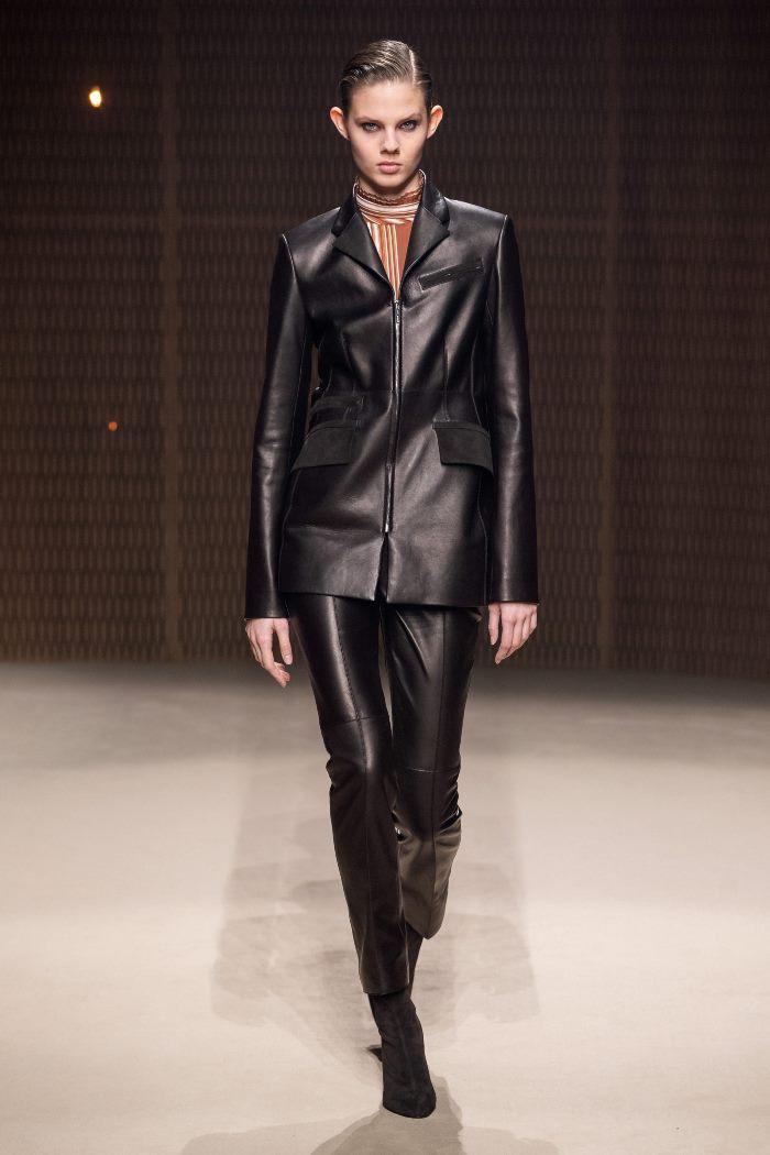 С чем носить классические кожаные брюки. Look из коллекции Hermès