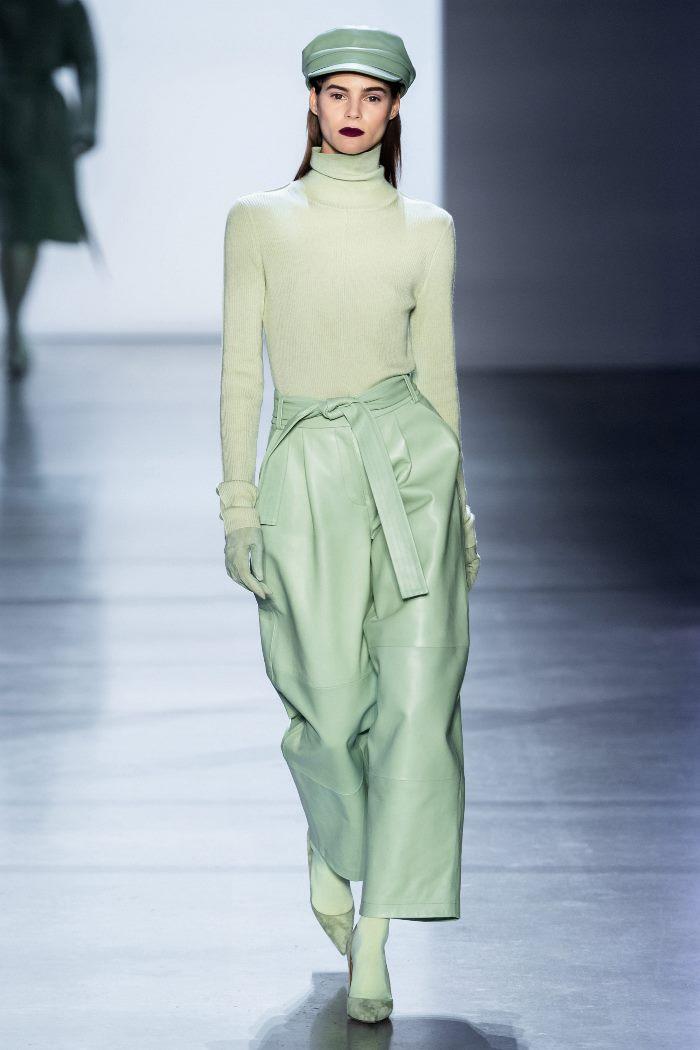 С чем носить зеленые кожаные брюки. образ из коллекции Sally LaPointe