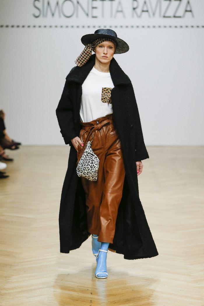 С чем носить кожаные брюки с завышенной талией. Образ из коллекции Simonetta Ravizza