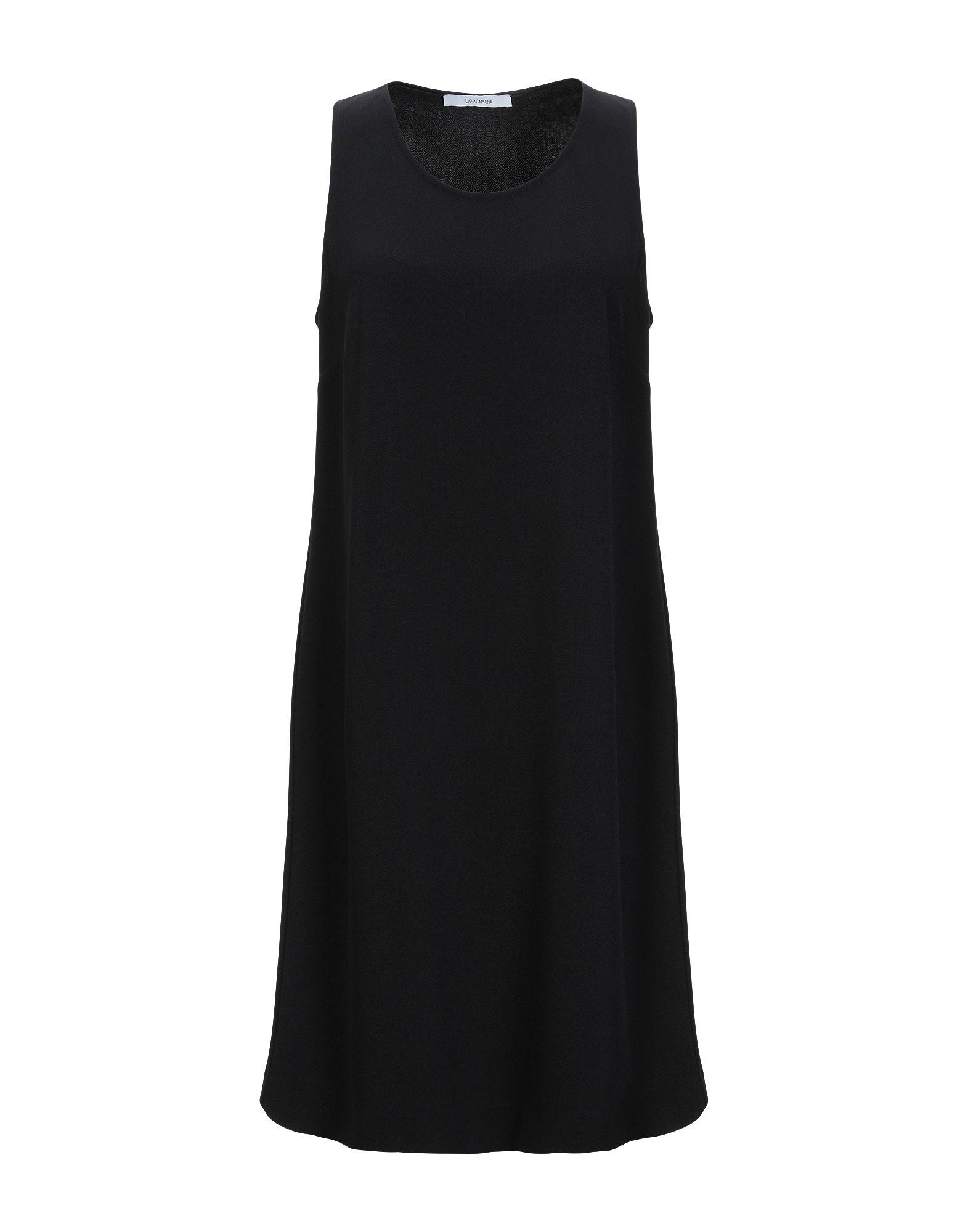Черное платье-трапеция для базового гардероба