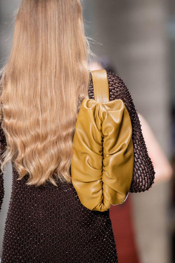 Прически моделей на показе Bottega Veneta 2020
