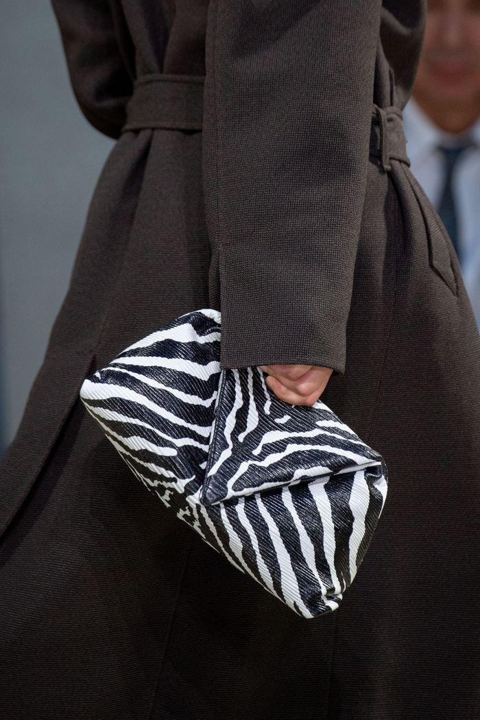 Модная сумка с принтом зебры из коллекции Bottega Veneta