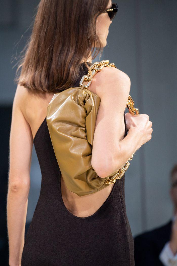 Модные сумки 2020 с цепью из коллекции Bottega Veneta