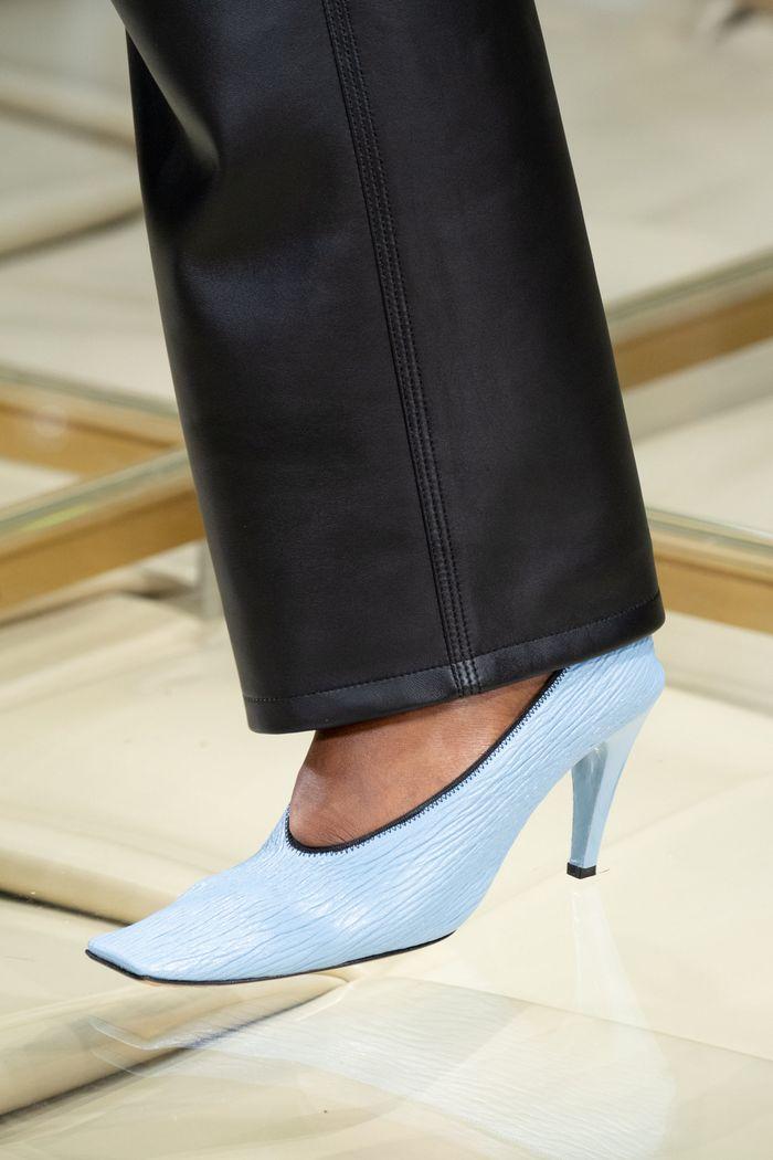 Модные цвета обуви 2020. Коллекция Burberry