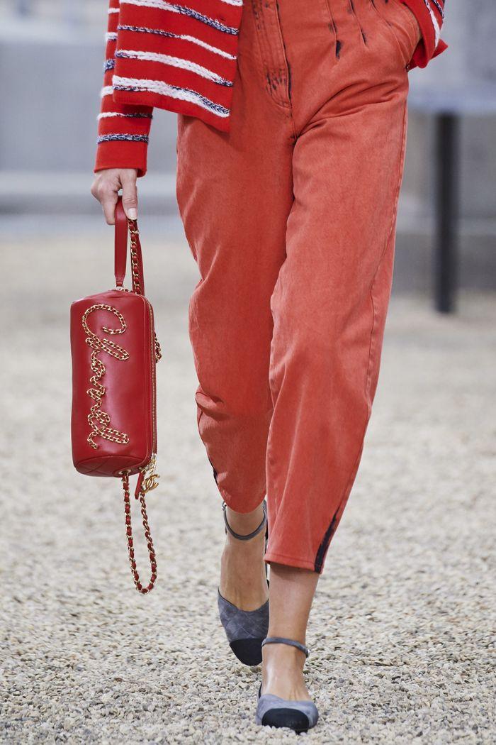 Модная сумка цилиндр из коллекции Chanel
