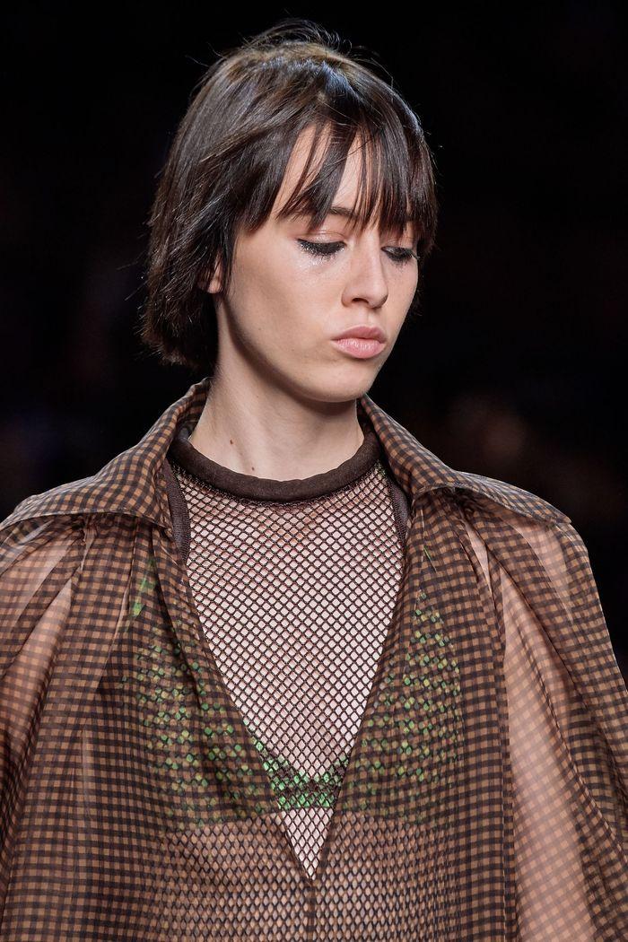 Стрижки моделей на показе Fendi 2020