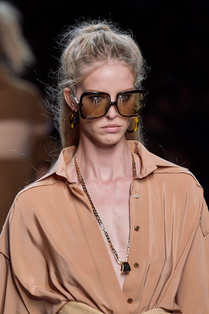 Прически моделей на показе Fendi 2020