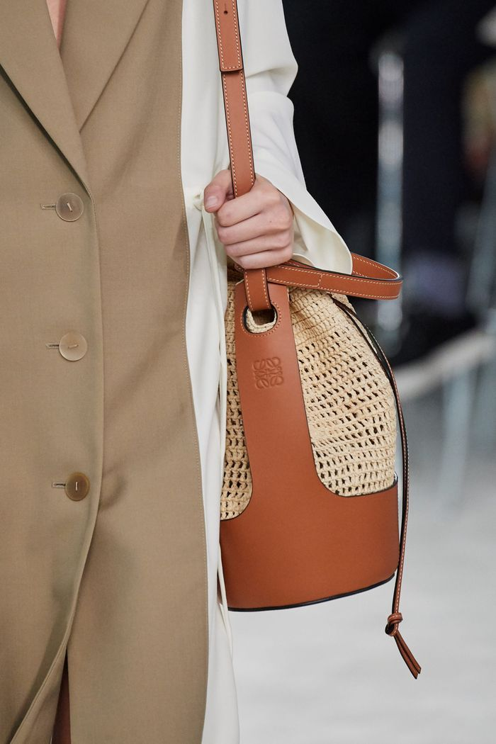 Модная плетеная сумка 2020 из коллекции Loewe