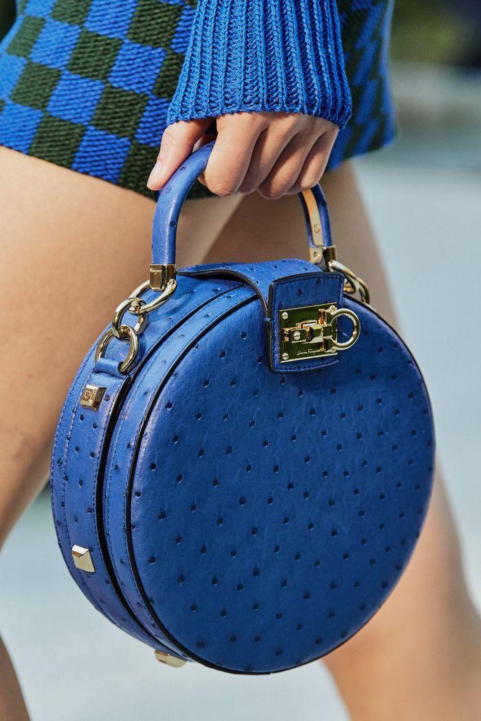 Модные круглые сумки 2020 из коллекции Salvatore Ferragamo