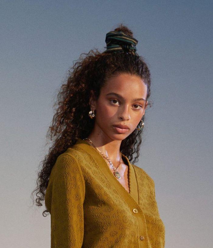 Прически моделей на показе See by Chloé 2020