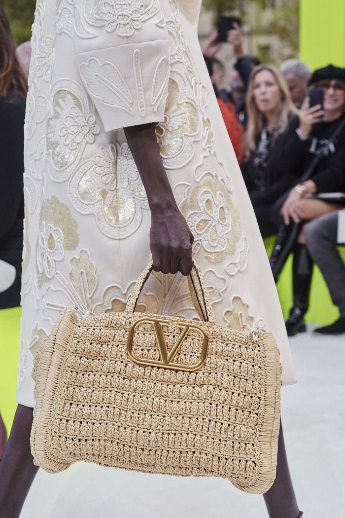 Модная плетеная сумка 2020 из коллекции Valentino