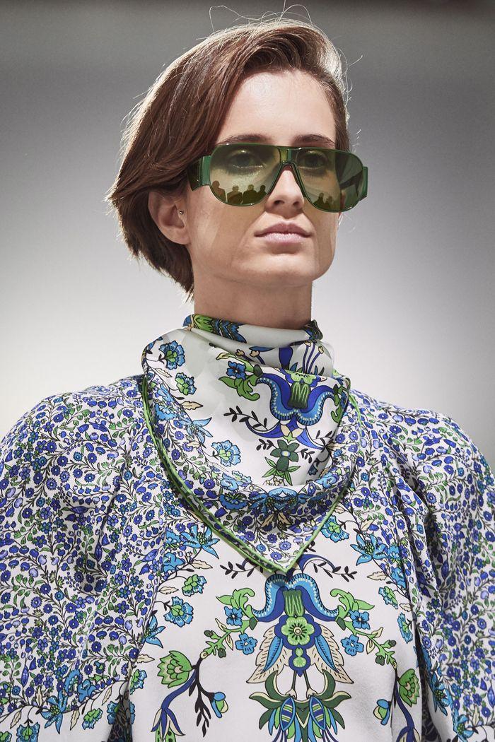 Прически моделей на показе Givenchy 2020