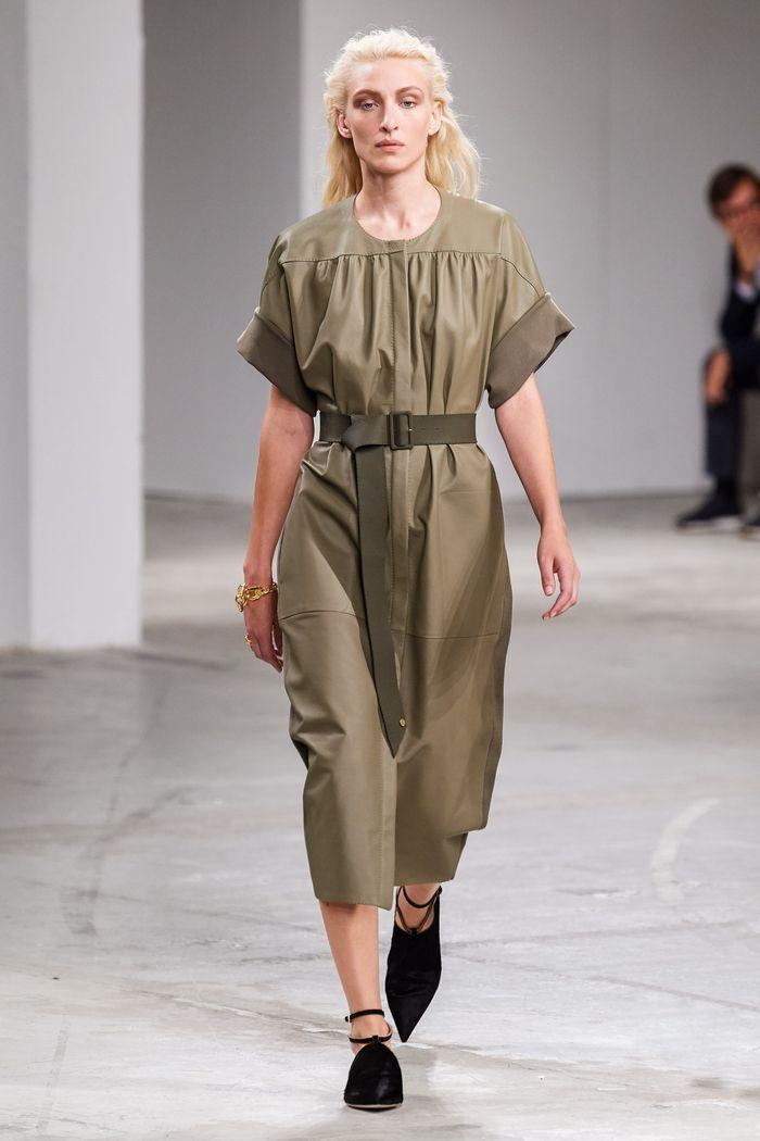 Модное платье с поясом 2020 из коллекции Agnona