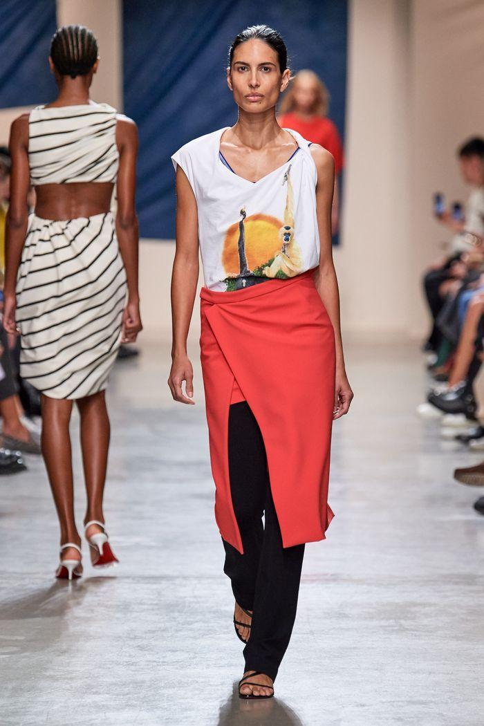 Модная юбка 2020 с запахом из коллекции Atlein