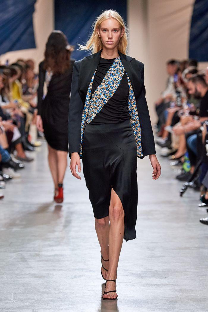 Модная юбка 2020 из шелка из коллекции Atlein