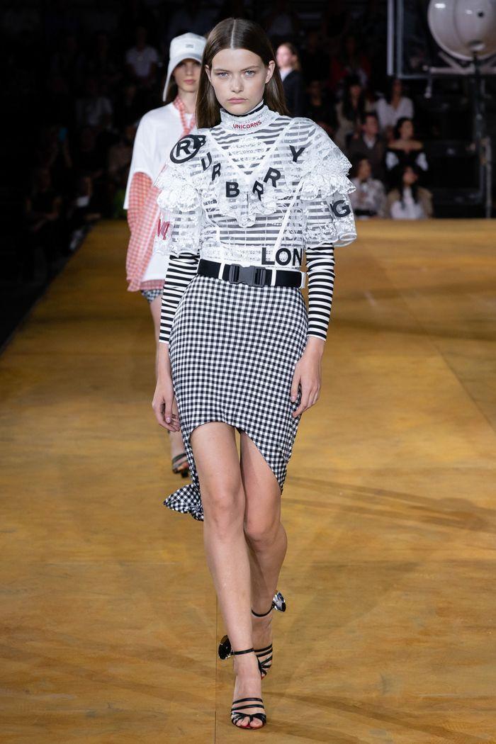 Модная асимметричная юбка 2020 из коллекции Burberry